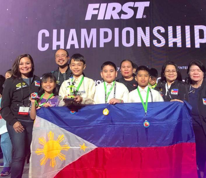 8fde5b5d13a75 From left: Abiva stands proudly with Team CYLLO from De La Salle Zobel.  (Photo: FELTA)